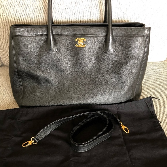 CHANEL Handbags - Authentic Chanel Cerf Tote Black Pebble Leather
